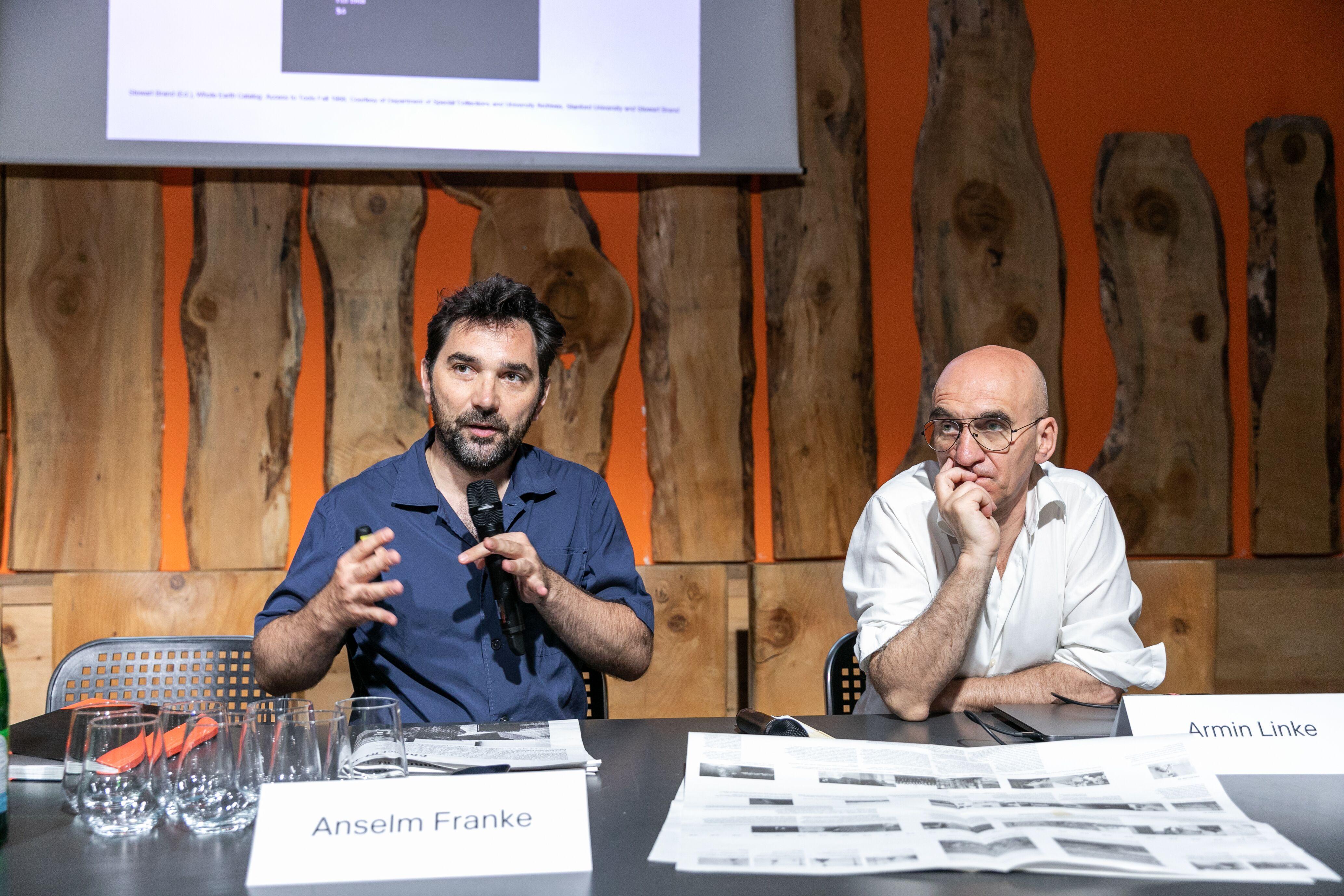 Anselm Franke della HKW a Milano, in Triennale, per parlare di Antropocene. Il suo intervento è stato tra i più acuti.