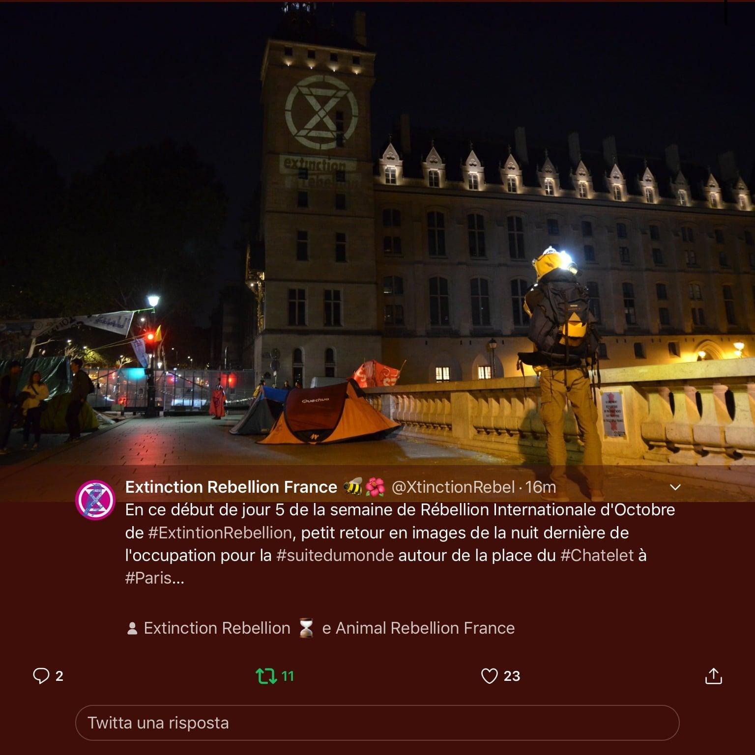 Extinction Rebellion in azione a Parigi